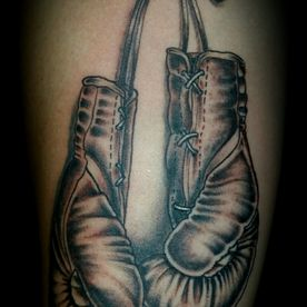 BLACK AND GREY,BOKSHANDSCHOEN,BOXING CLOVES,TATTOO,TATOEAGE