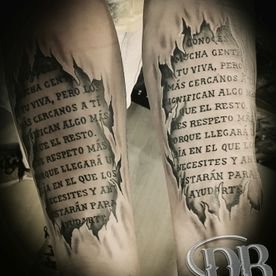tattoo,tatoeage,realistisch,realistis,open gescheurde huid,tekst.text,open torn skin